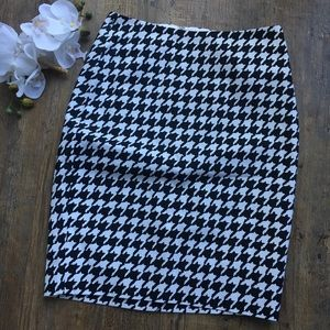 The limited houndstooth skirt 4